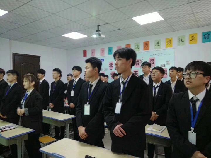郑州北大青鸟翔天信鸽学员学习