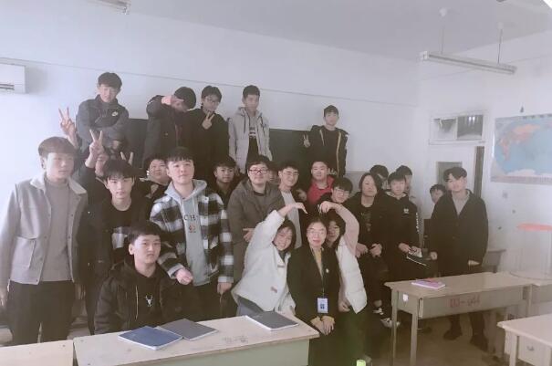郑州北大青鸟翔天信鸽学员素质培养课,不负青春,感恩相遇