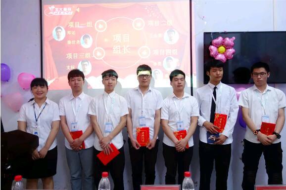 教学总监汤凤云老师为项目组长授予委任书