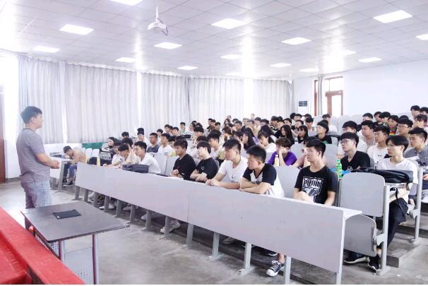郑州北大青鸟翔天信鸽20岁优秀学员月薪17k就业分享