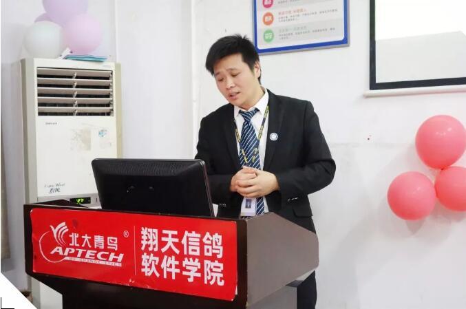 北大必威betway866郑州翔天信鸽KD15班开业典礼:走近企业,高薪就业