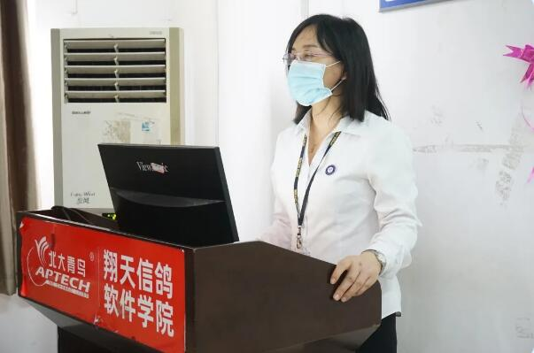 郑州北大青鸟翔天信鸽A314新班开学典礼:让梦想从这里起航