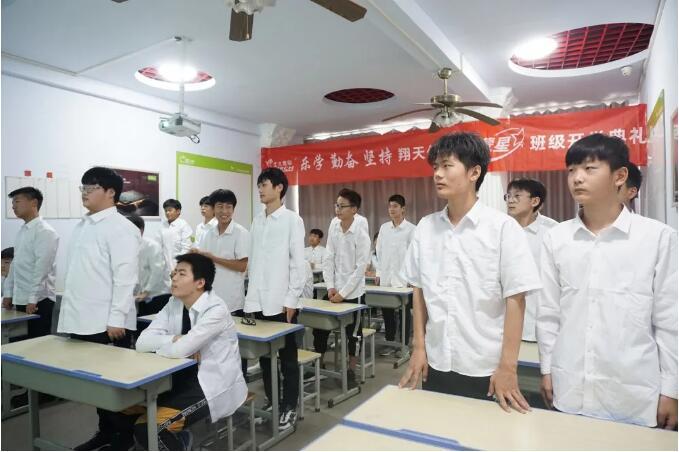 郑州北大青鸟翔天信鸽Q2003班开学典礼