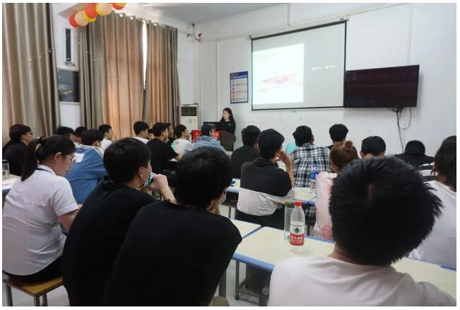 郑州北大青鸟翔天信鸽学校的老师怎么样呢