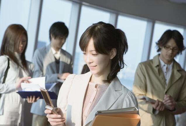 又是一年毕业季,郑州北大青鸟助你职场高飞!