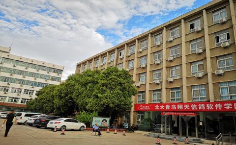 郑州北大青鸟翔天信鸽软件学校校园