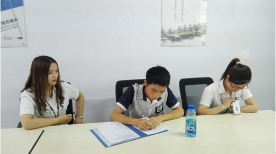 盐津的小伙伴学员在进行学员档案填写