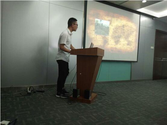 郑州北大青鸟翔天信鸽参赛学员正在对自己的项目进行讲解