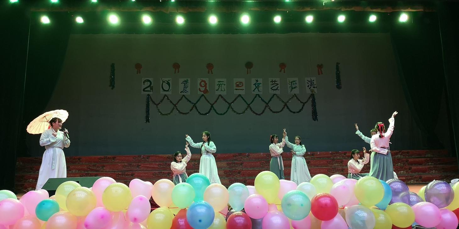 舞蹈-《霜雪千年》--314宿舍张欣颖、苏茗等8人